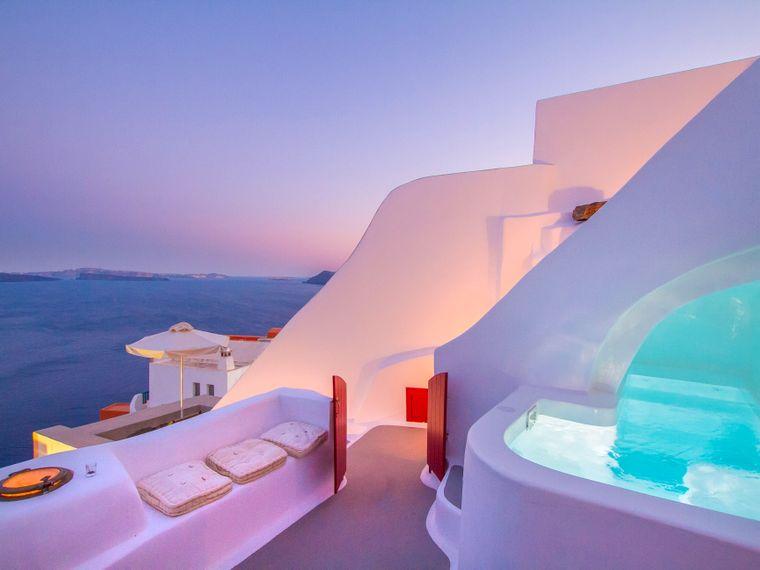 """Das """"Hector Crave House"""" auf Santorin in Griechenland."""