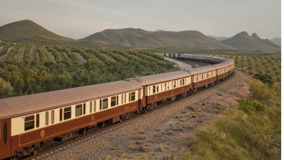 Der Tren Ál Andalus fährt im Süden Spaniens.