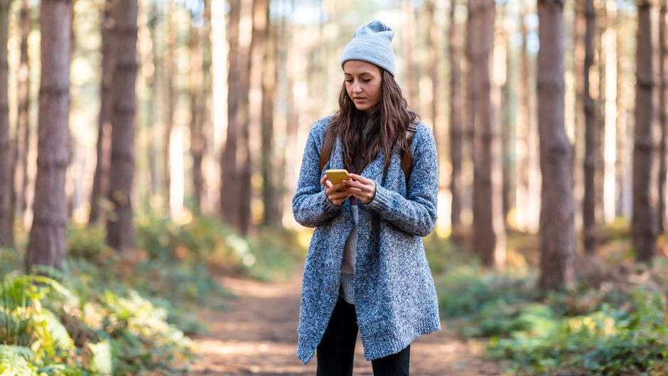 Mit der richtigen App an der Hand entdeckst du Neues beim Spazierengehen.