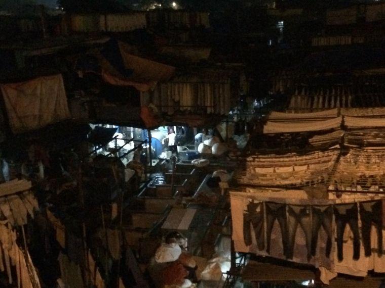 Dhobi Ghats im Morgengrauen: Blick von der Mahalaxmi Railway Station Brücke.