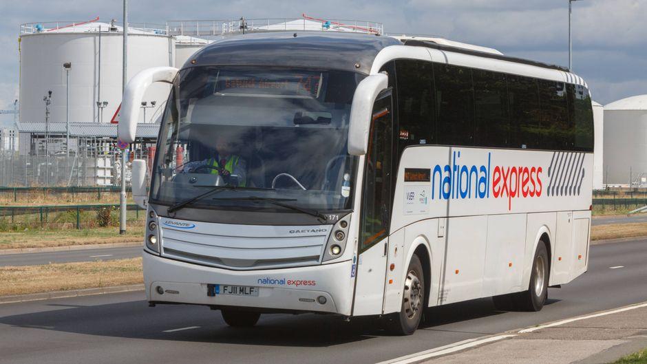 Ein Fernbus von National Express in England.