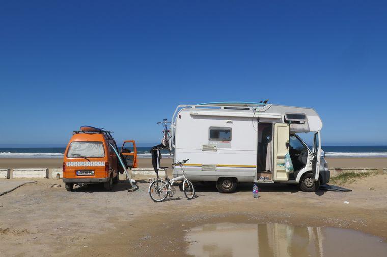 Im Vergleich zu üblichen Wohnmobilen ist Körmis Minivan ein Winzling.