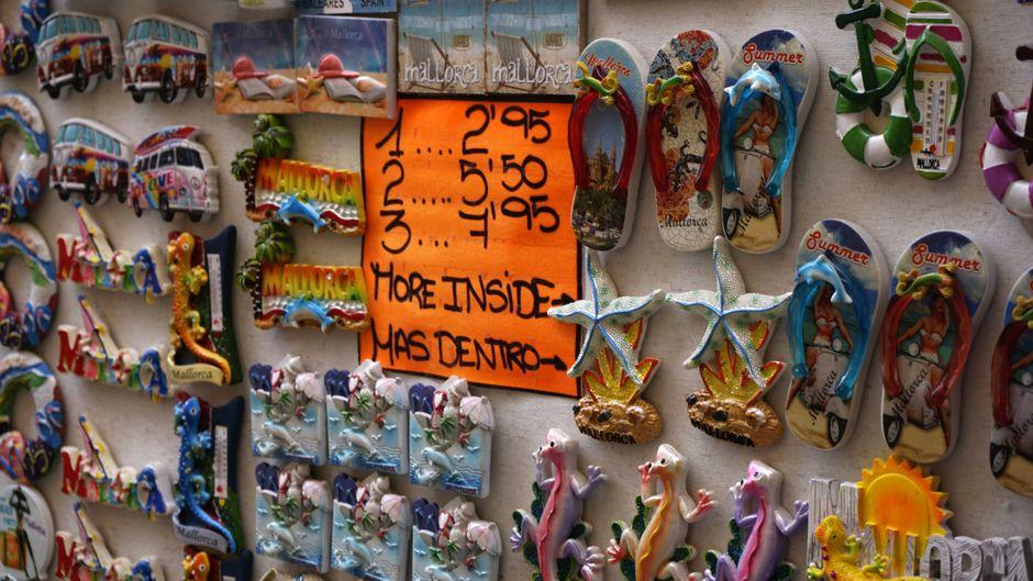 Von Souvenir bis Schuhwerk: Shopping-Fans kommen in Magaluf auf ihre Kosten.