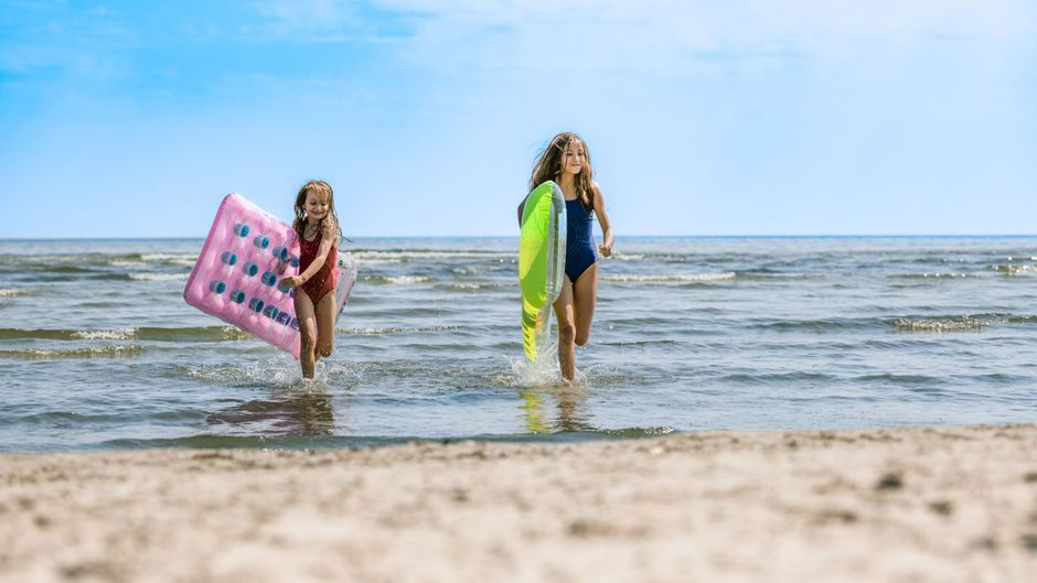 Josi und Luna am Strand von Trassenheide