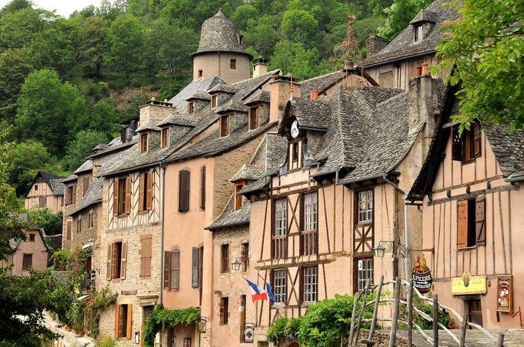 Mittelalterliche Stadt Conques in Frankreich.
