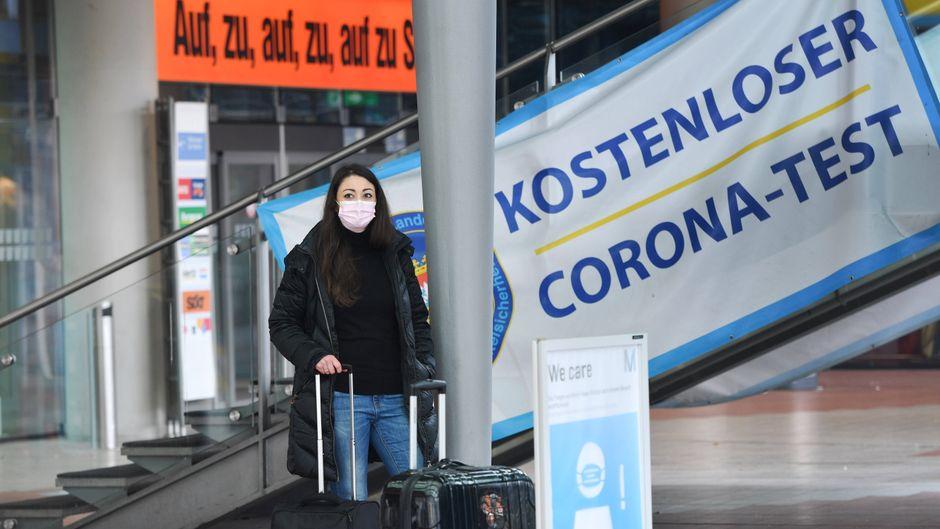 Corona-Tests sind ab sofort für Reiserückkehrer aus Risikogebieten nicht mehr kostenlos.