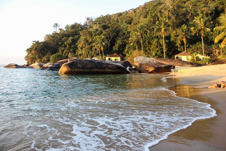 Viel ist bisher nicht in der Bucht von Angra dos Reis los – viele Touristen könnte genau diese Menschenleere anziehen. Natur pur.