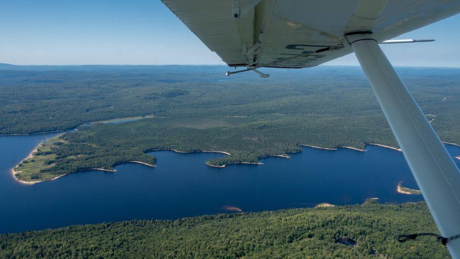 Bei einem Flug mit einem Wasserflugzeug bekommst du einen ganz besonderen Eindruck vom Westen der kanadischen Provinz Québec.