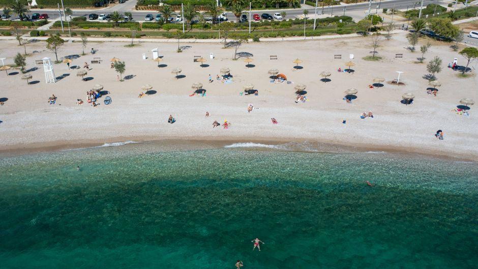 Der Strand südlich von Athen ist im Gegensatz zu vielen anderen europäischen Badestellen nur wenig besucht.