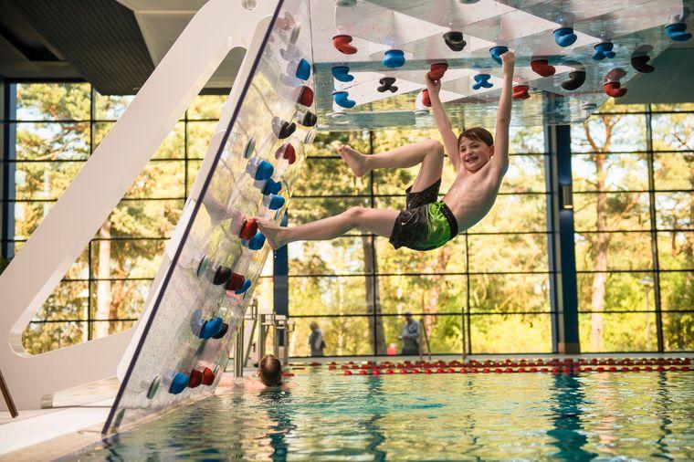 ...oder im Schwimmbad des Best Fanuky Baltic Hotel.