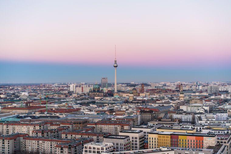In den Straßen von Berlin verbergen sich so viele Geschichten und Menschen, dass du bei jedem Besuch etwas Neues entdecken kannst.