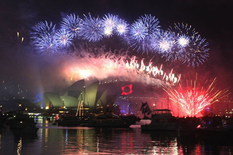 Feuerwerk in Sidney an der Harbour Bridge.