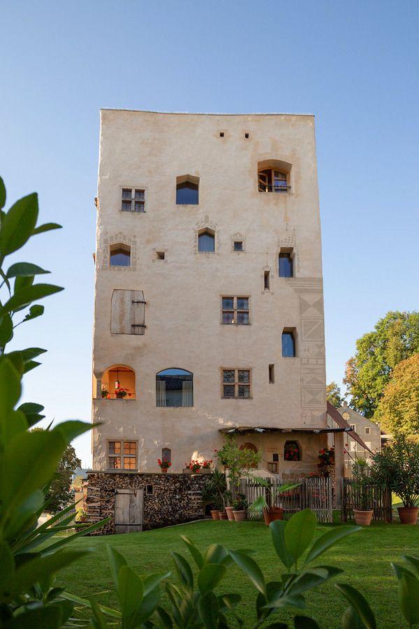 Im Mittelalterlichen Turm im Chiemgau gibt's verwinkelte Räume und Geheimgänge.
