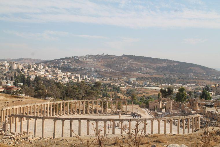 Reste des Marktplatzes von Jerash.