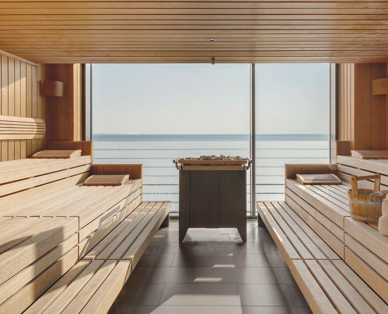 Mit dem Blick aufs Meer macht das Saunieren noch mehr Spaß.
