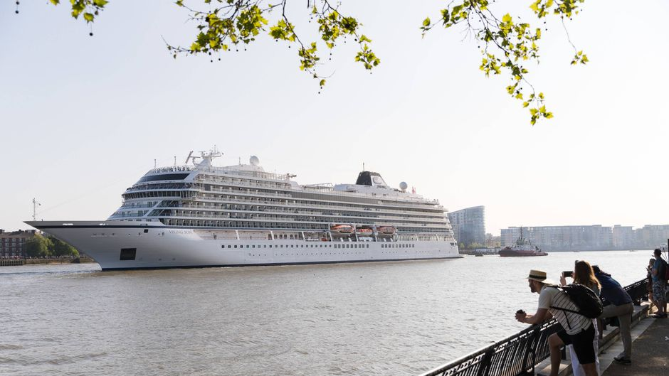 """Das 228 Meter lange Kreuzfahrtschiff """"Viking Sun"""" ist in der Themse zur Weltrekord-Kreuzfahrt aufgebrochen. (Archivbild)"""