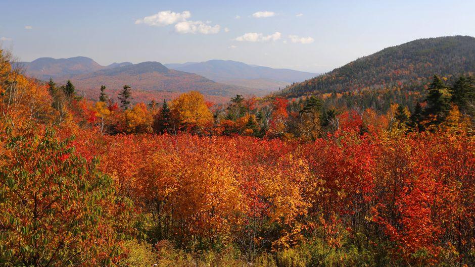 Der Herbst verwandelt die White Mountains in New Hampshire in ein Farbenmeer.