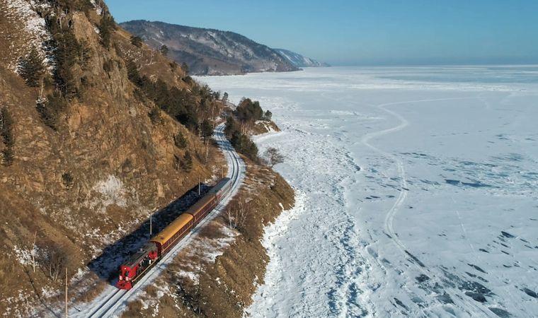 Eine Reise mit der Transsibirischen Eisenbahn ist 9.288 Kilometer lang.