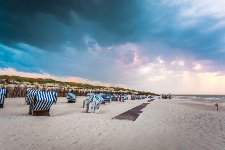 """Die Weiße Düne ist das """"Hipster-Eldorado"""" von Norderney. Die Sonnencreme bekommst du für 3,24 Euro."""