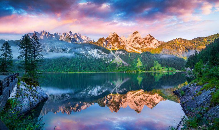 Der Vordere Gosausee inmitten der herrlichen Alpen ist besonders schön.
