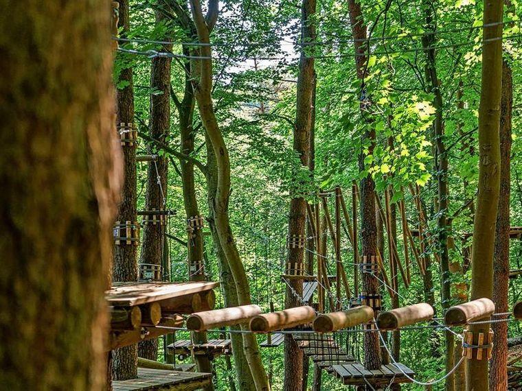 Elemente des neuen Kletterwalds in Schwaan, Mecklenburg-Vorpommern.