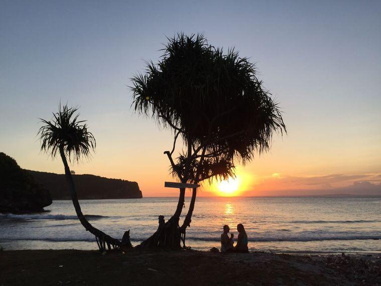 Indonesiens Schönheit ist in Leos Augen unübertroffen: Weiße Sandstrände mit türkisblauem Wasser und einzigartige Sonnenaufgänge.