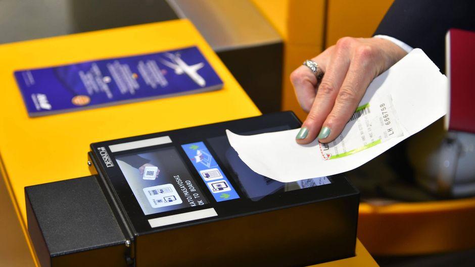 Das Fliegen mit Deutschlands größter Airline Lufthansa wird teurer. (Symbolfoto)