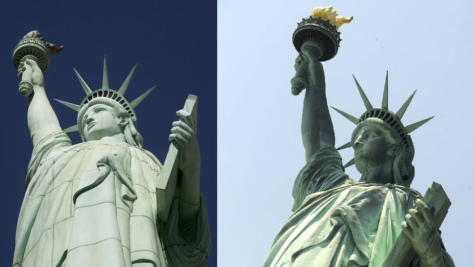 Freiheitsstatuen in Las Vegas und in New York.