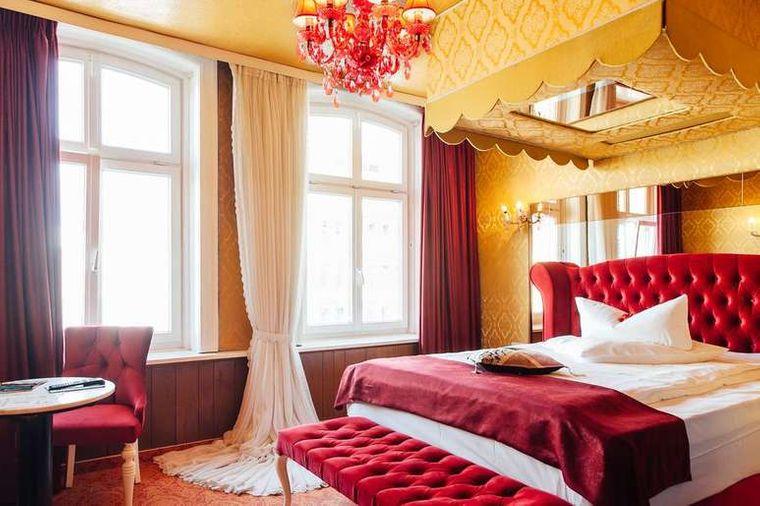 Die Zimmer im barocken Stil erinnern an die Vergangenheit des Hotels.