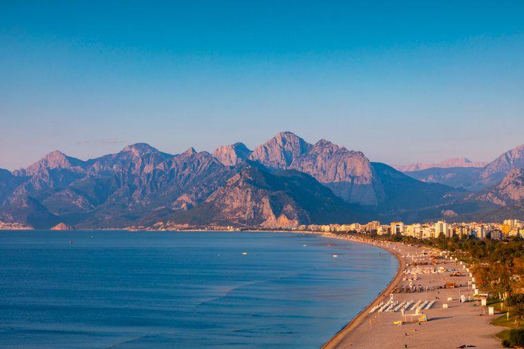 Der Konyaalti Beach gehört zu den Hauptstränden Antalyas.