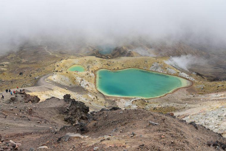 Der Emerald-See auf der nördlichen Insel Neuseelands gehört zur Tongariro-Alpine-Wanderung.