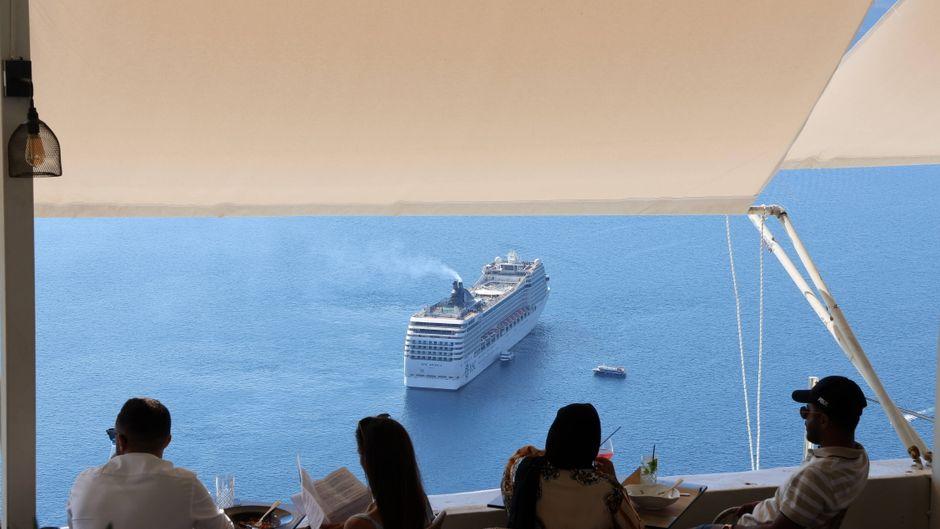 Durch die Weltmeere schippern: Kreuzfahrtreisen ermöglichen dir Urlaub auf See.