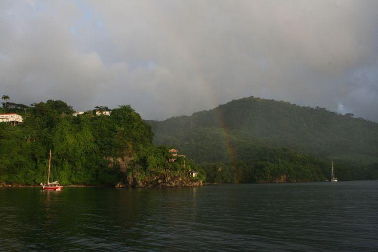 Flüssiger Sonnenschein: So nennen die Inselbewohner Regenbögen.