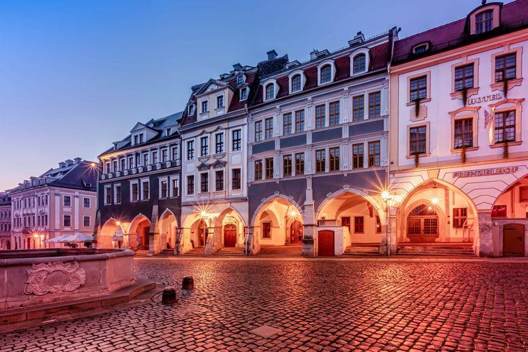 Die Görlitzer Altstadt ist besonders am Abend eine eindrucksvolle Kulisse.