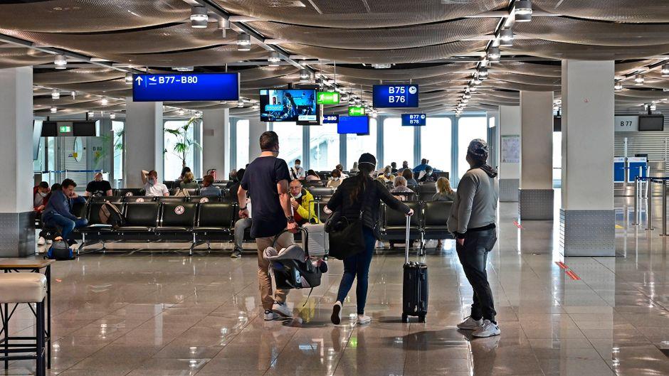 Der Flughafen Düsseldorf. Für Rückkehrer besteht in NRW ab sofort eine Corona-Testpflicht.
