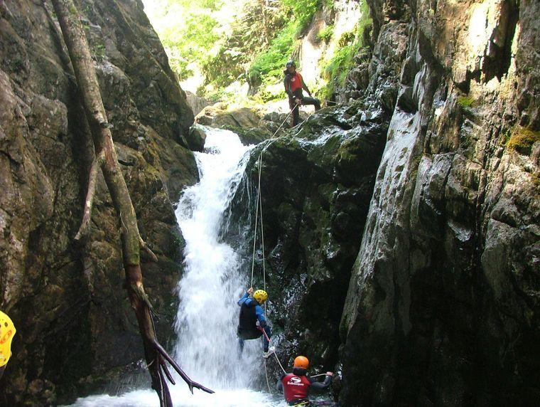 Canyoning in den Pyrenäen.