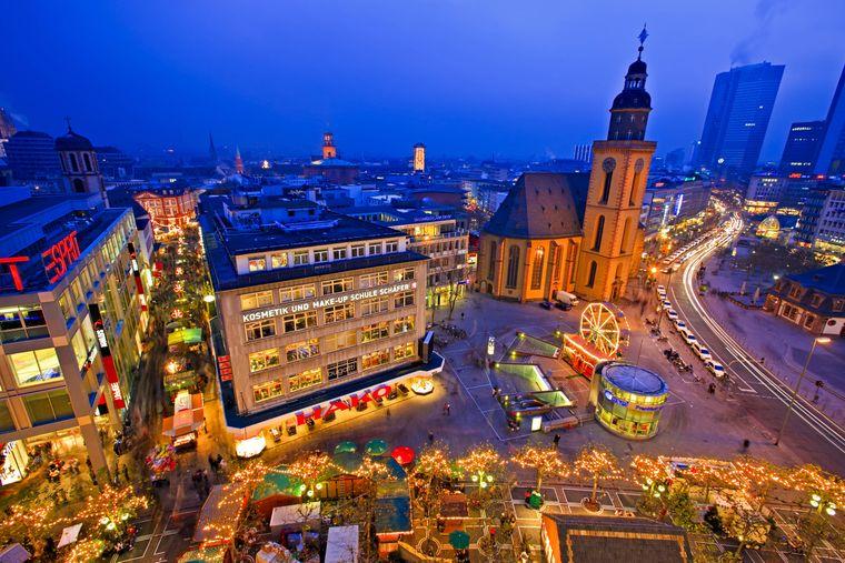 Der Frankfurter Weihnachtsmarkt vor der Katharinenkirche.
