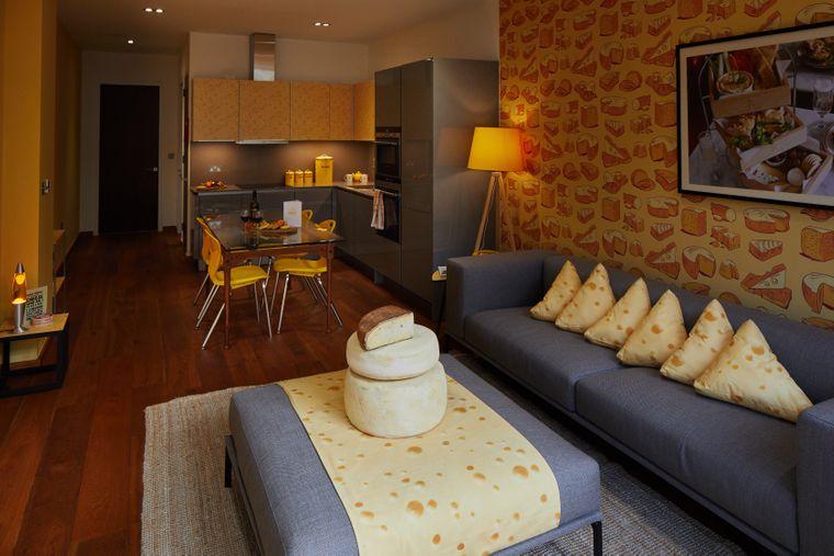 Sofa in der Käsesuite im Café Rouge in London.