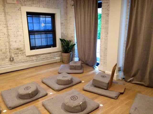 Ab aufs Kissen: Das Meditationsstudio MNDFL.