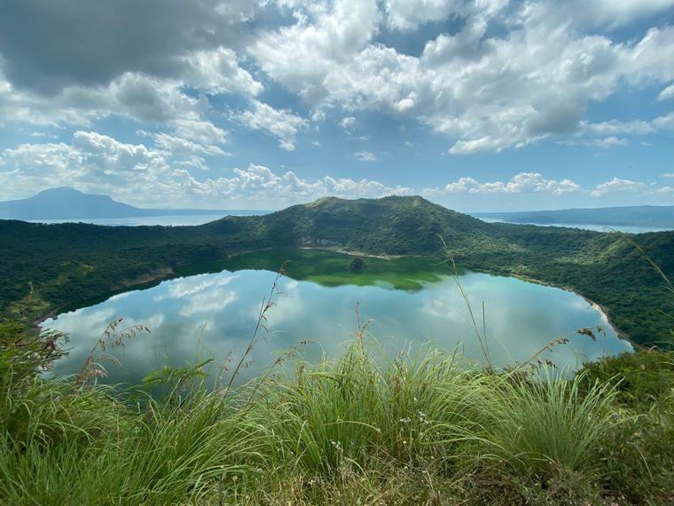 See im Krater: Der Taal auf der Insel Luzon gilt als der kleinste aktive Vulkan der Welt.
