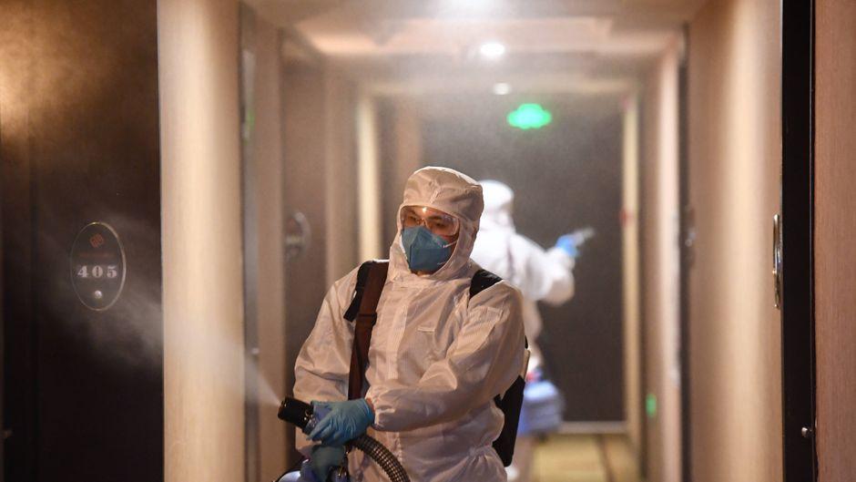 Chinesische Behörden schließen Hotels in China wegen des Coronavirus.