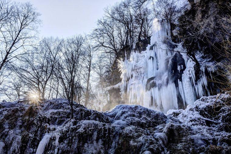 Ein besonderes Schauspiel ist es, wenn der Uracher Wasserfall sich in eine Eislandschaft verwandelt.