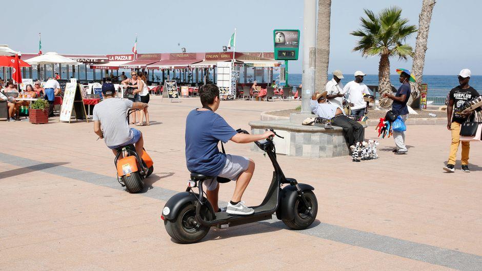 Besonders an der Playa del Inglés sind die Betrüger auf Gran Canaria unterwegs und verteilen Lose an Urlauber. (Symbolfoto)
