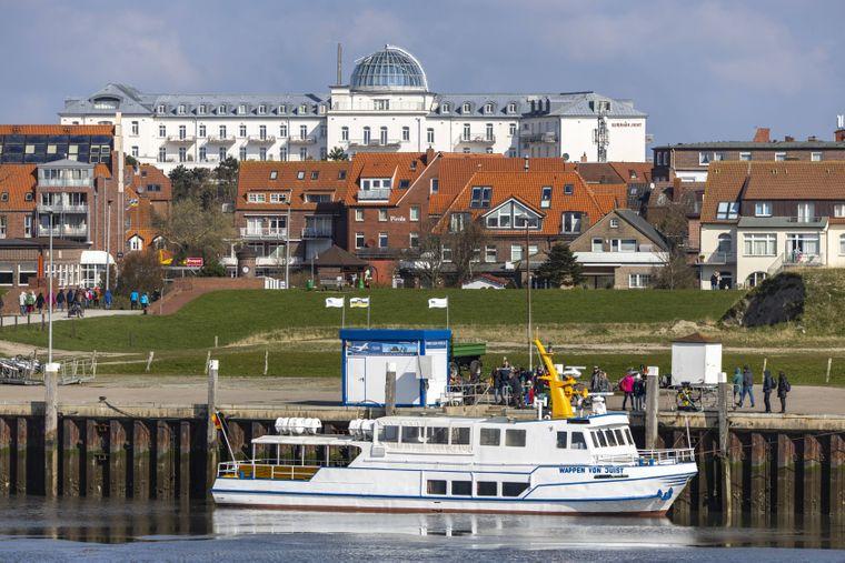 Das Ausflugsschiff Wappen von Juist bringt dich von der Nordseeinsel auf die unbewohnte Vogelinsel Memmert.
