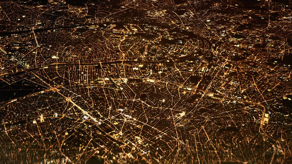Paris bei Nacht von oben