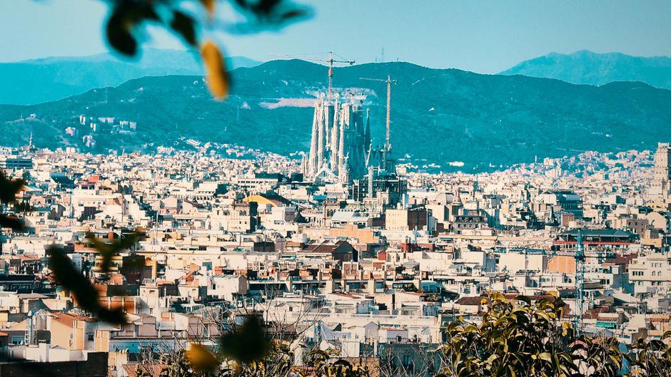 Blick auf Barcelona und die Sagrada Familia.