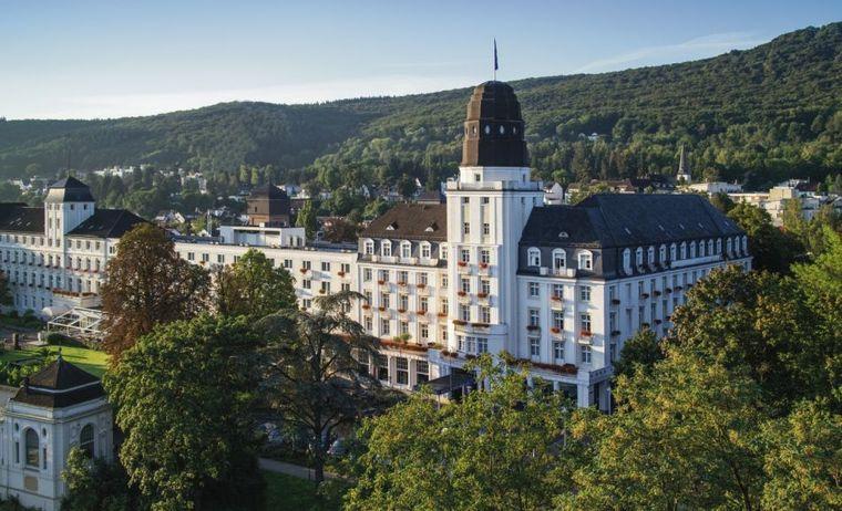 Direkt neben dem Kurpark liegt das Steigenberger Hotel Bad Neuenahr mit direktem Zugang zum Thermal-Badehaus.