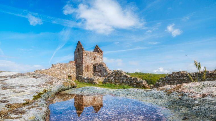 Blick auf die Burgruine Hammershus auf der dänischen Insel Bornholm.