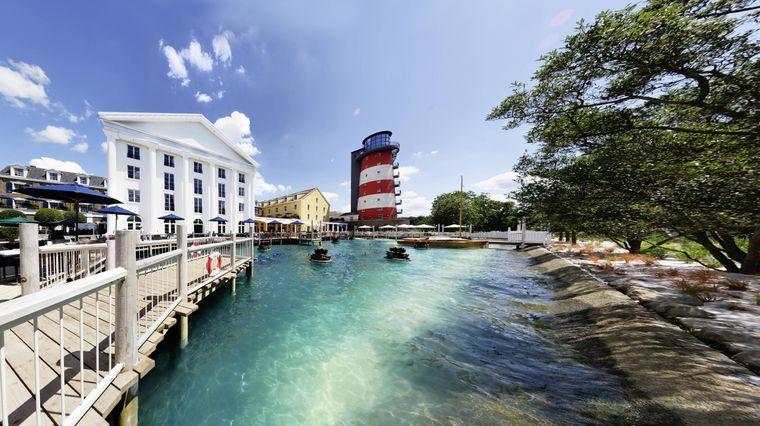 """In das Themenhotel """"Bell Rock"""" (225 Zimmer) mit Leuchtturm-Nachbau investierte der Europapark rund 40 Millionen Euro."""