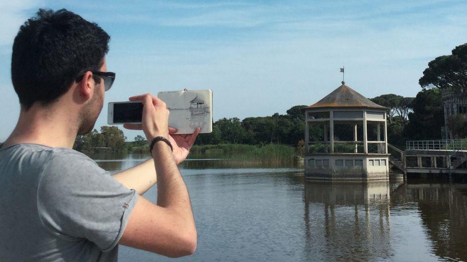 """Die Sehenswürdigkeit, eine Zeichnung, eine Kamera: So entstehen Pietros """"Postkarten 2.0""""."""